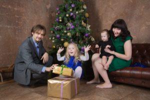 Новогодняя фотосессия семейная в студии в Москве и области