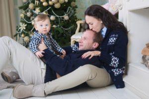 Новогодняя фотосессия семейная в студии в Москве