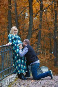 Осенняя фотосессия беременной в парке