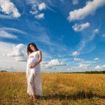 Осенняя фотосессия беременной в поле