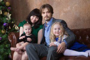 Семейные новогодние фотосессии с детьми в студии