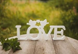 Буквы и слова из дерева, Буквы и слова на свадьбу, топперы на свадьбу, рамка для фото из дерева, реквизит для фотосесии, реквизит для свадьбы, реквизиты для фотосессии свадьбы, реквизит для свадьбы купить, реквизит для Love story, реквизит для семейной съемки, вешалки со словами, надпись из дерева, дата из дерева.