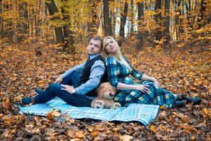 Осенняя фотосессия беременной с мужем на природе