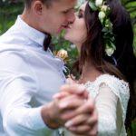 Свадебная фотосессия в яблоневом саду