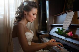 Невеста за пианино