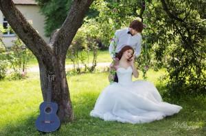 свадебная фотосессия на качелях