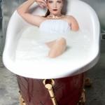фотосессия в студии в ванной